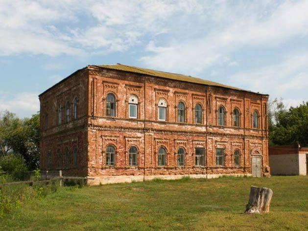 Бывшее здание школы в с. Обшаровка